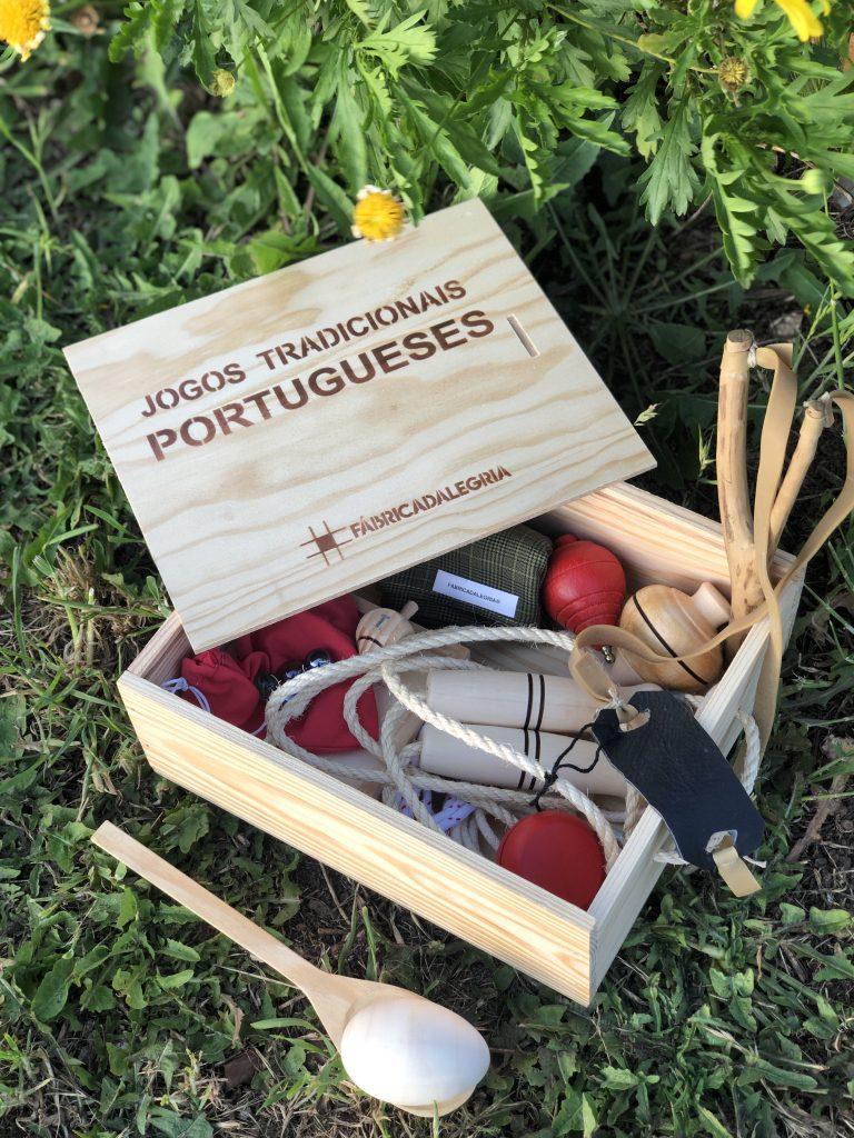 Caixa de Jogos Tradicionais Portugueses - Set de 10. Série Tradição